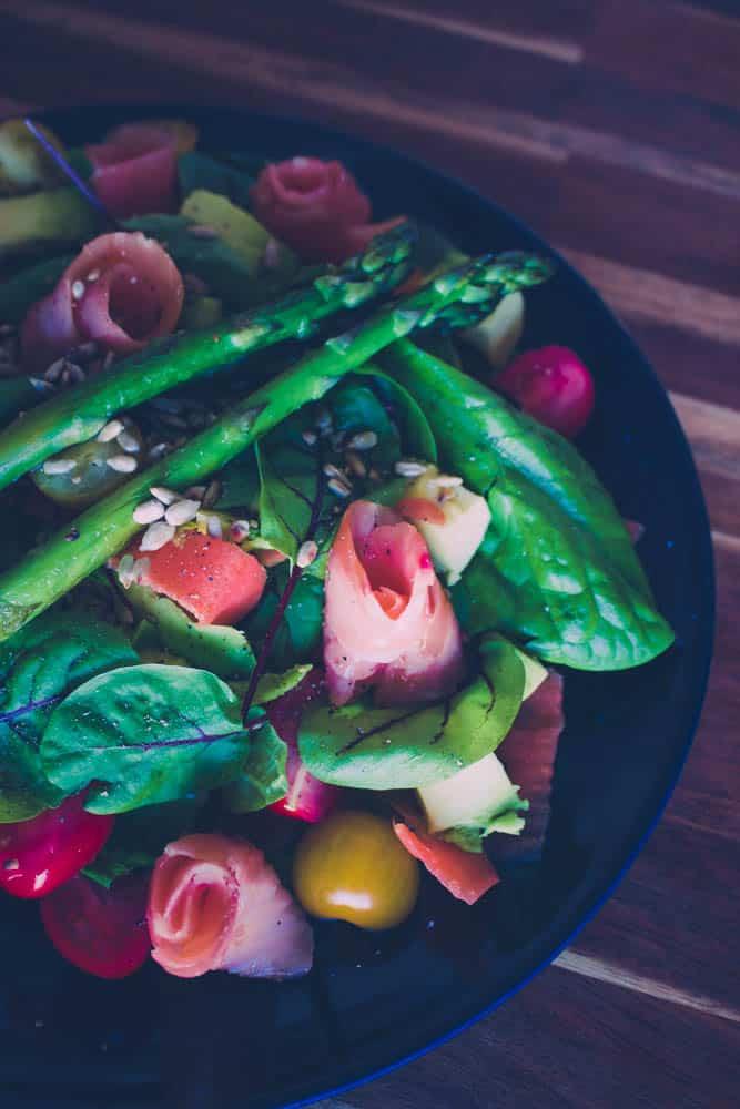 Kylmäsavulohi- parsa- salaatti