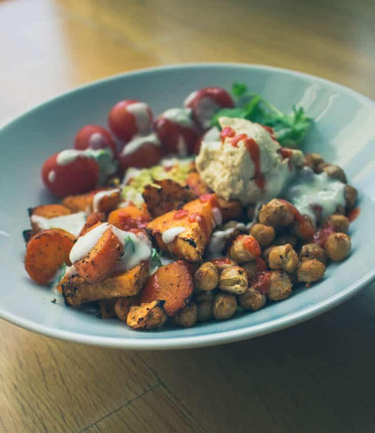 Kikherne- bowl kukkakaali- riisillä