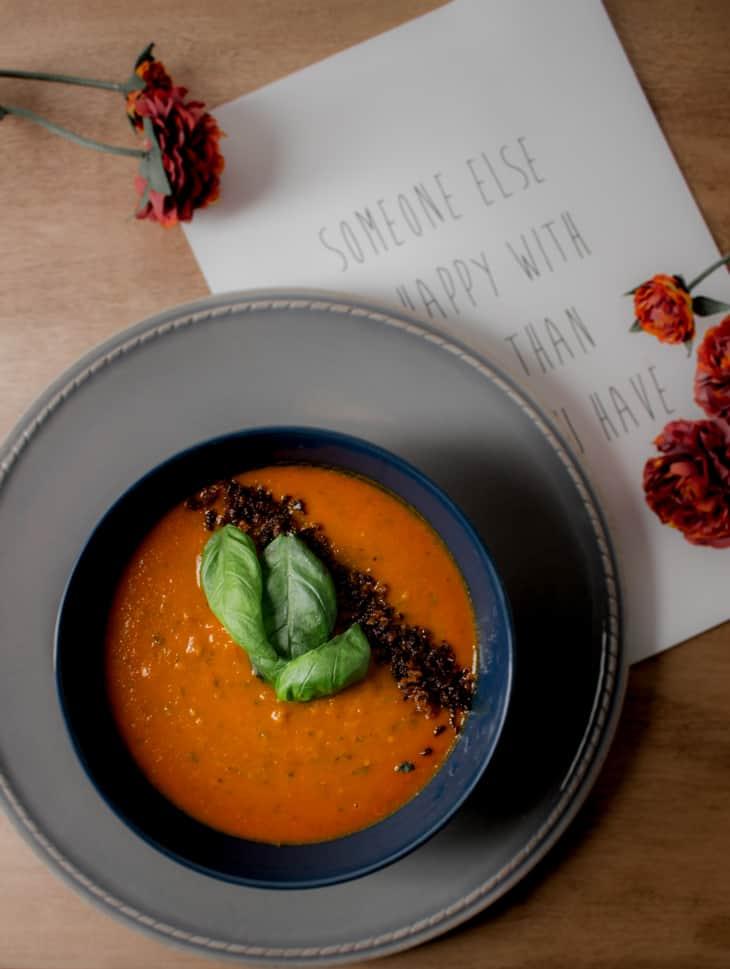 Ylellinen tomaattikeitto