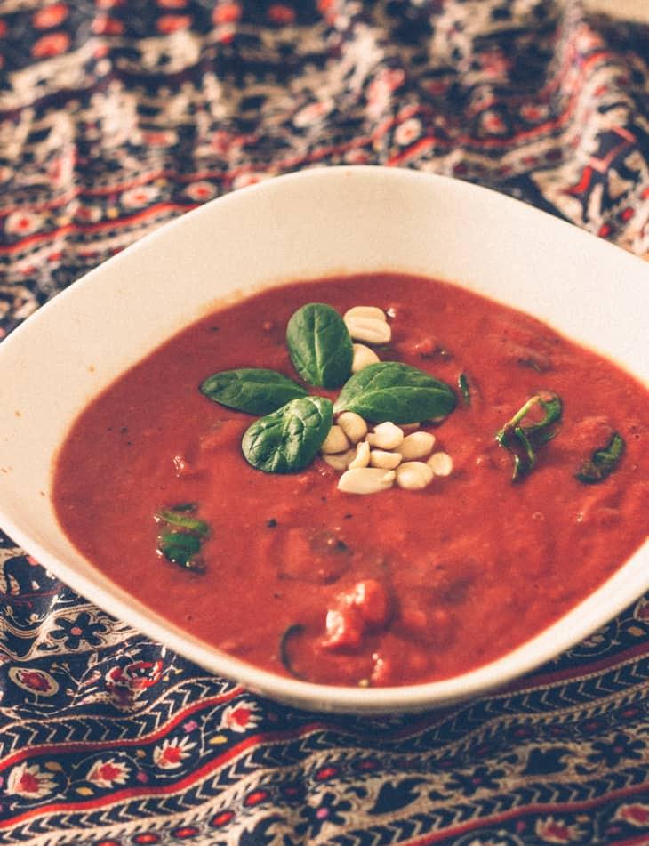 Tomaattinen pähkinä- keitto