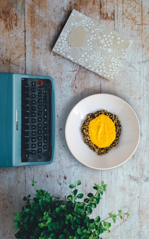 Kikherne- kvinoaa kermaisessa porkkana- kastikkeessa